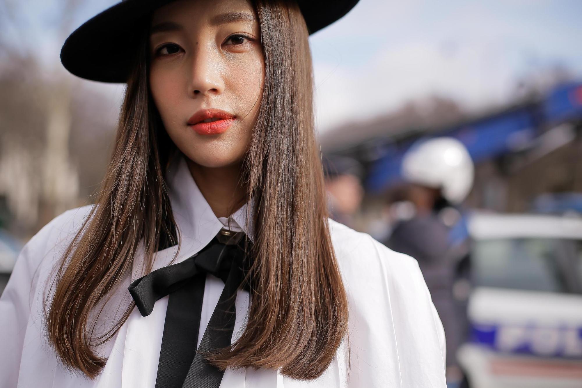 f4c4b0d621101 Wide Brim Hat Hairstyles  The Trend You Didn t Know You Loved
