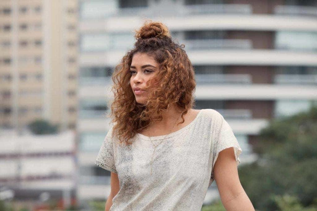 knot bun hairstyle curly hair