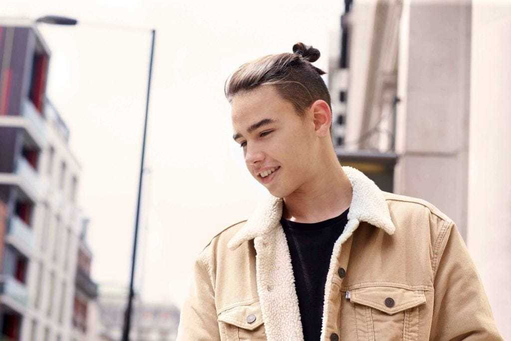 top knot men: undercut