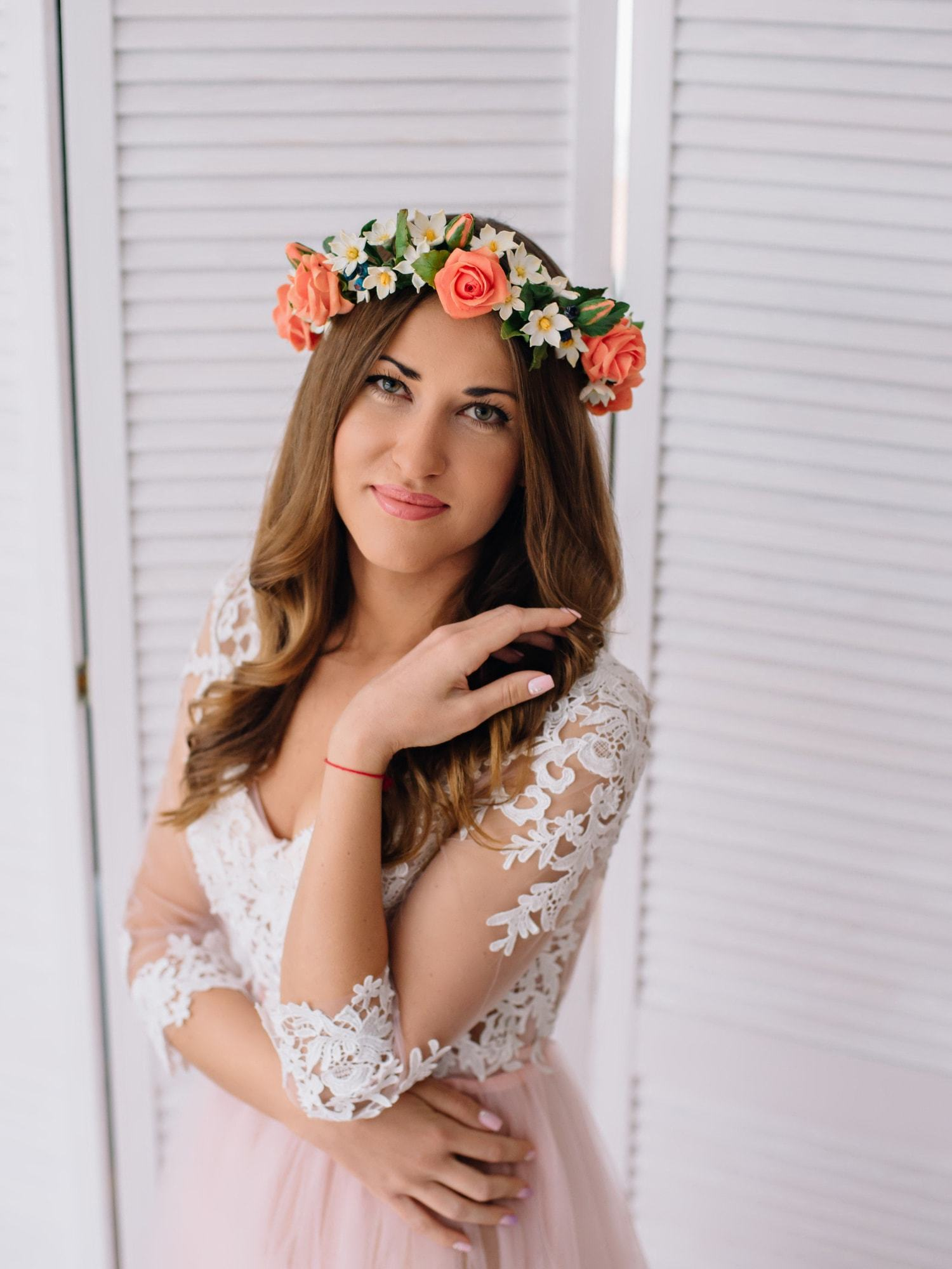 Flower crown how to style your hair for a summer wedding flower crown loose curls izmirmasajfo