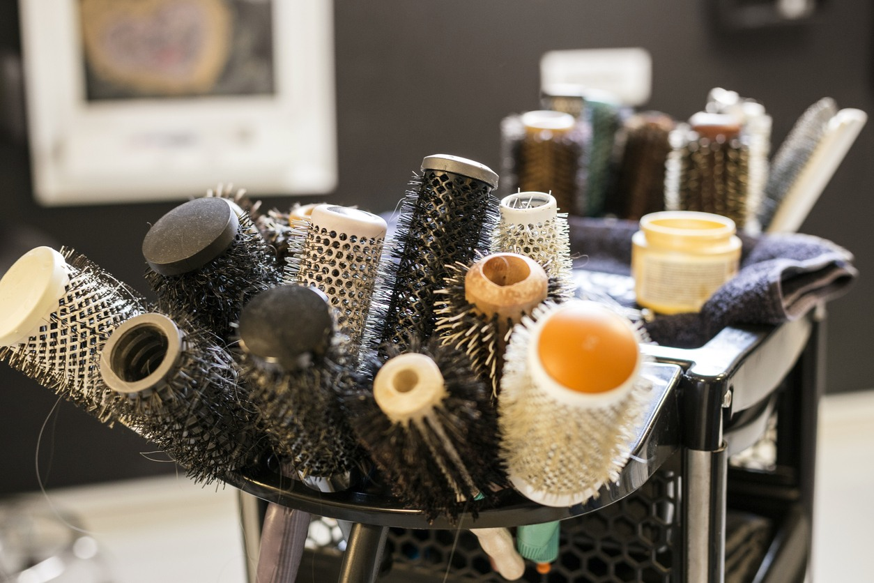 washing your hair brush: salon brushes