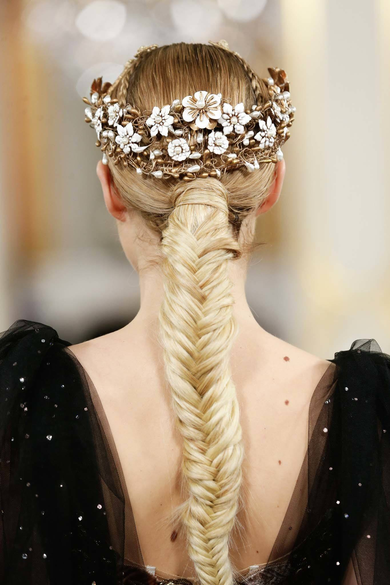 chunky fishtail braid: blonde hair