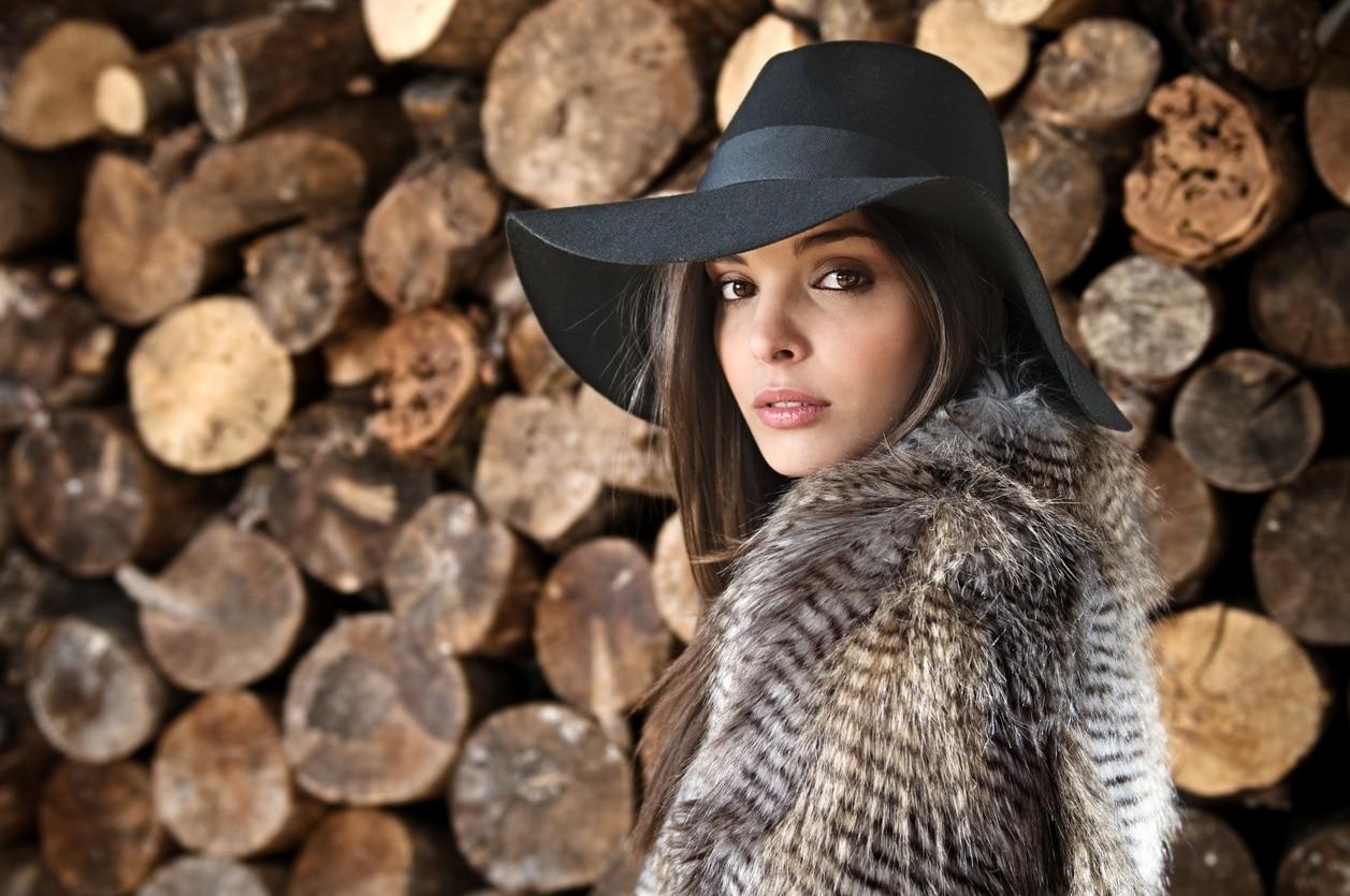 winter boho hairstyles floppy hat
