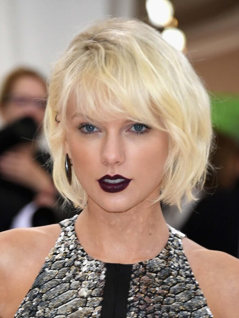 Bleach blonde hair Taylor Swift