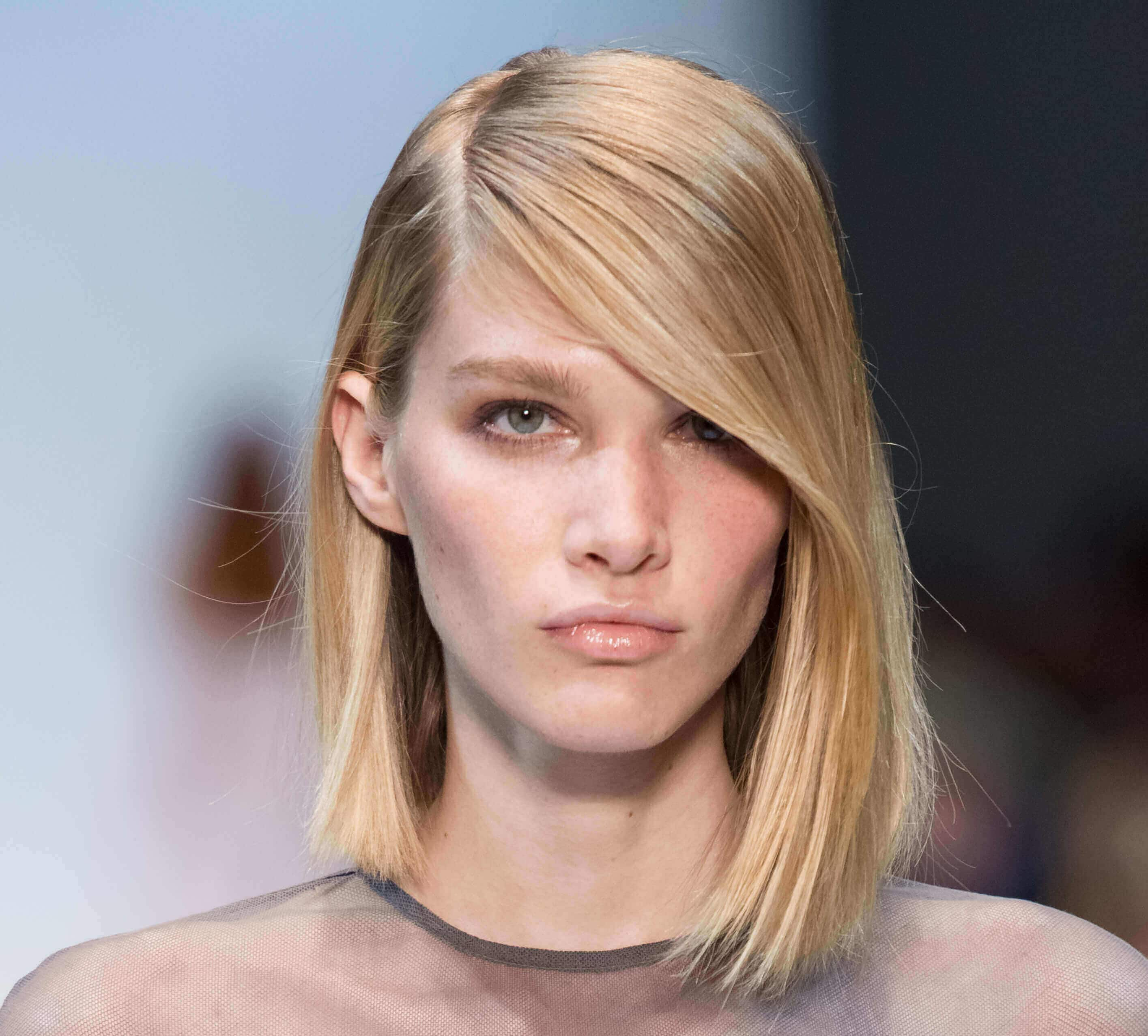 short haircuts for 2016: Blonde asymmetrical bob