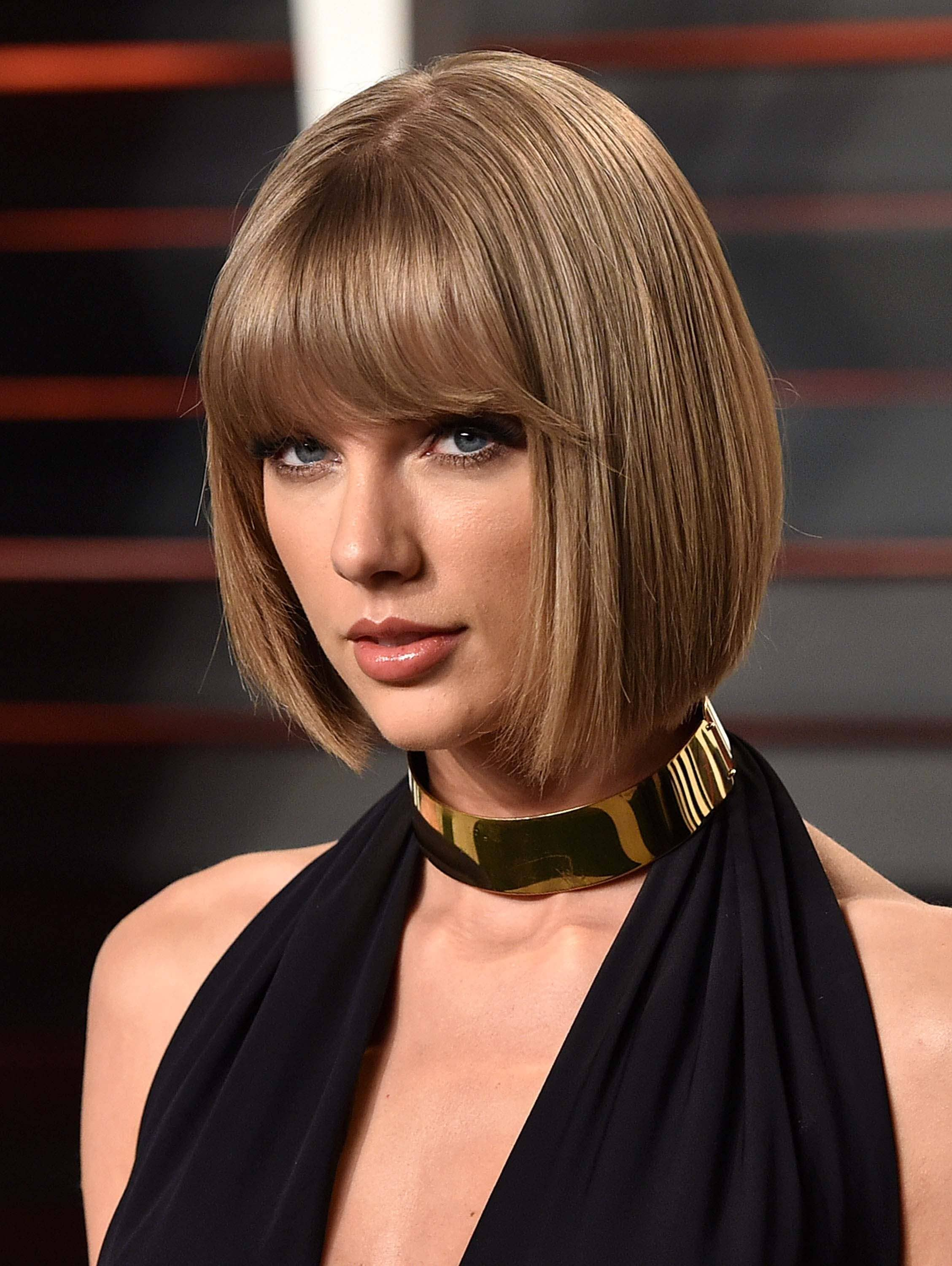 taylor swift short bob with blunt bangs