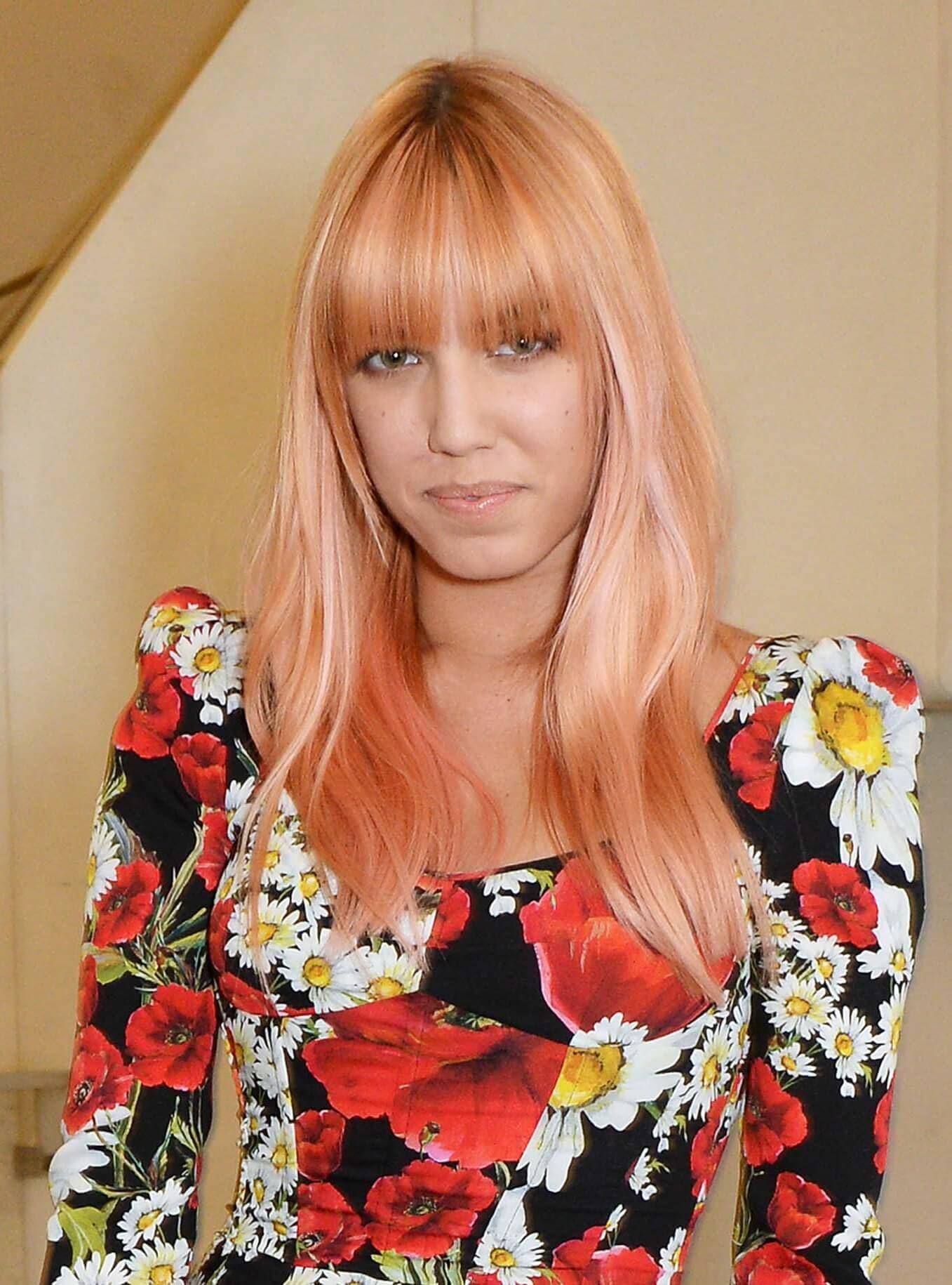 amber le bon pink hair blunt fringe