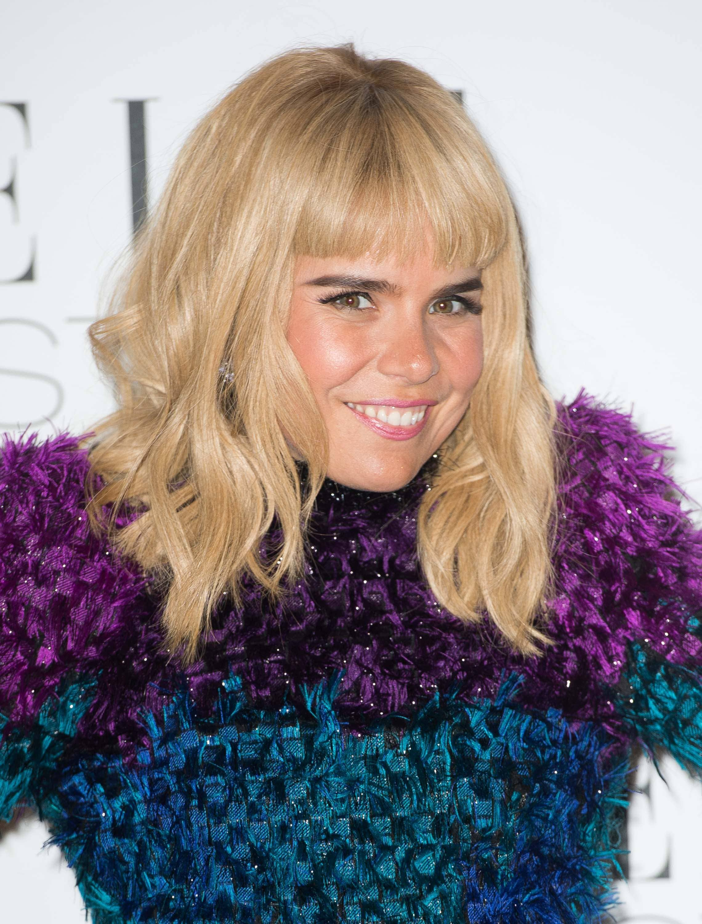 paloma faith blonde hair with blunt fringe