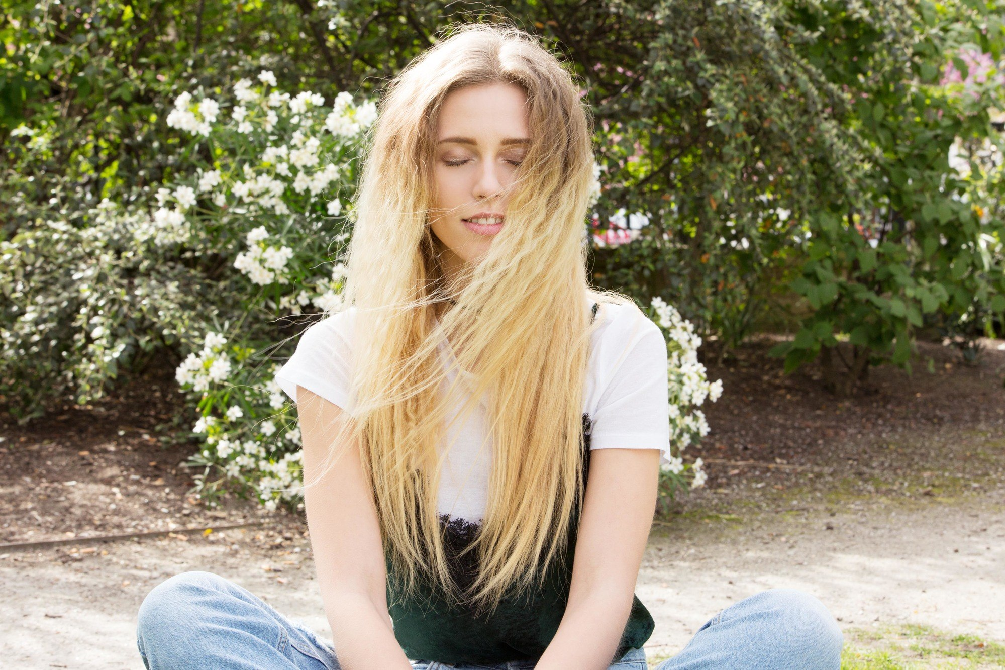model with long blonde hair and crimped waves - how to curl with a flat iron tutorial