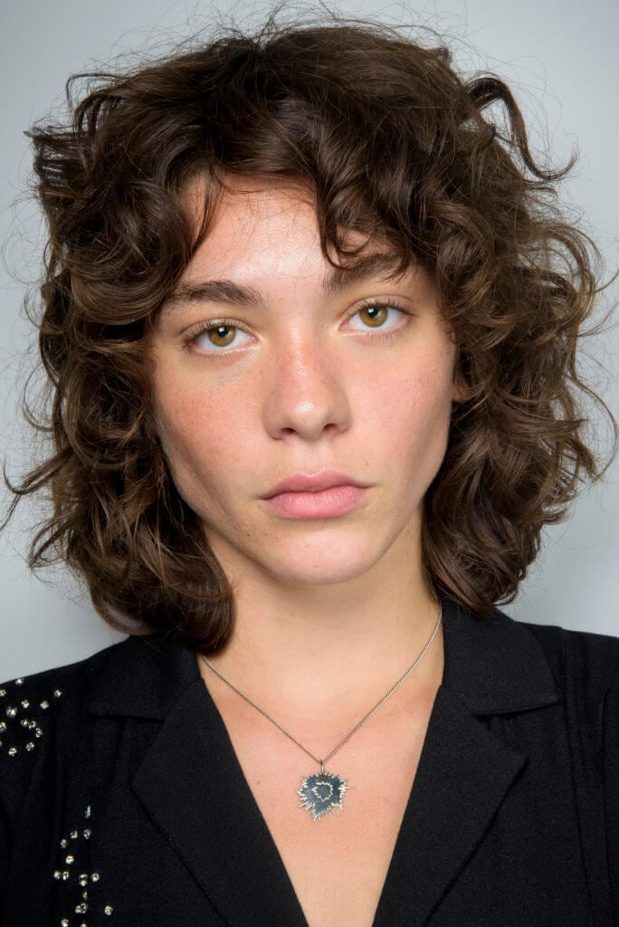 Short haircuts for women 2016: Brunette woman with curly shag