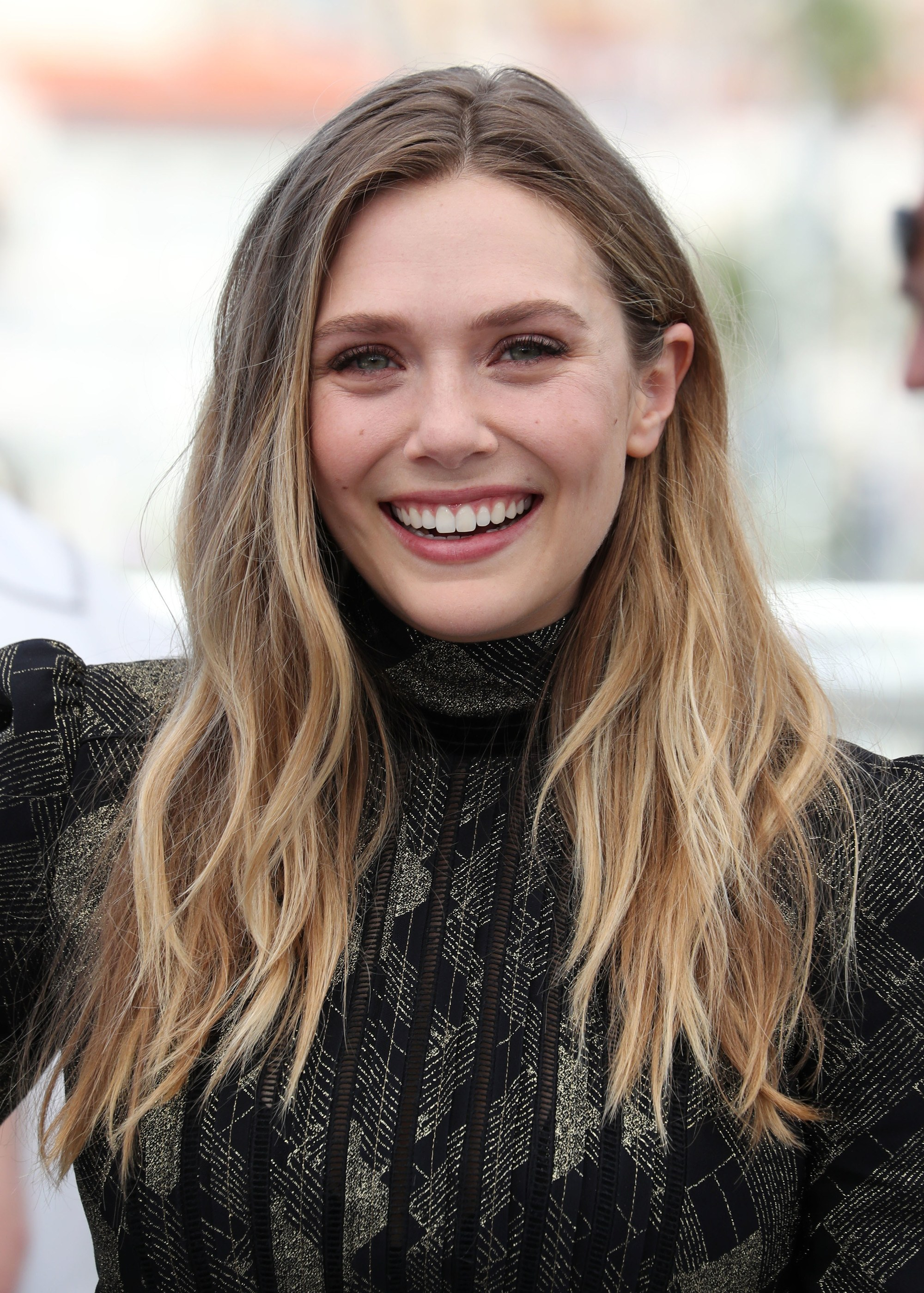 Dirty Blonde Hair Elizabeth Olsen Wears Her With Loose Waves