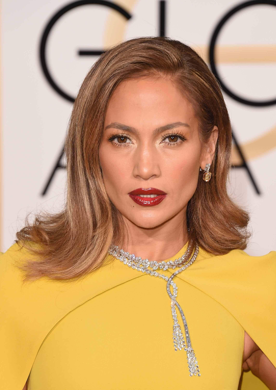 Jennifer Lopez dengan warna bronde Soo Joo Park dengan warna pirang platinum Agnez Mo dengan warna rose gold blonde
