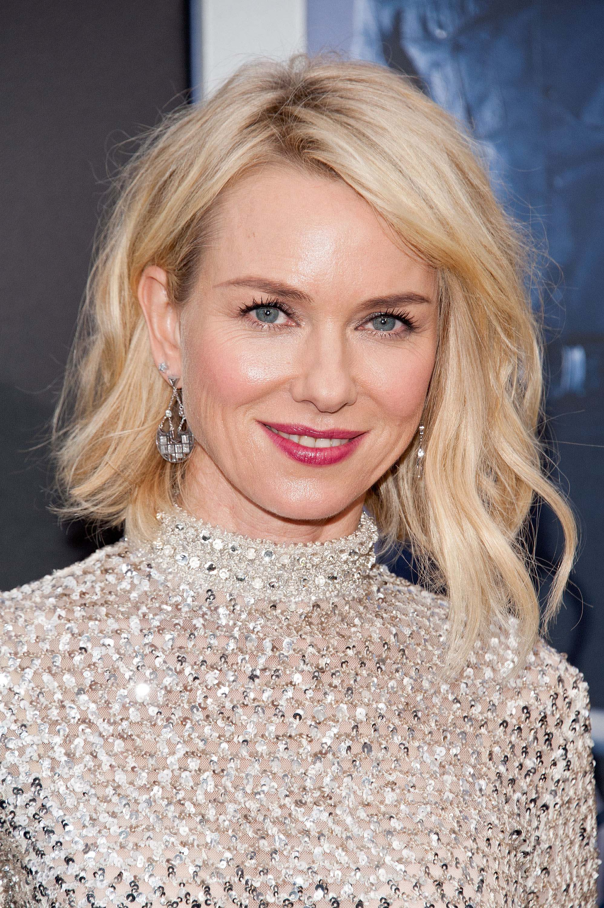 6ddda9a9612 Iconic celebrity short bob hairstyles that ll inspire your next cut. naomi  watts graduated short bob hairstyles. naomi watts graduated short bob  hairstyles