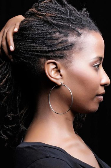 dreadlocks hairstyles: black woman with short locs
