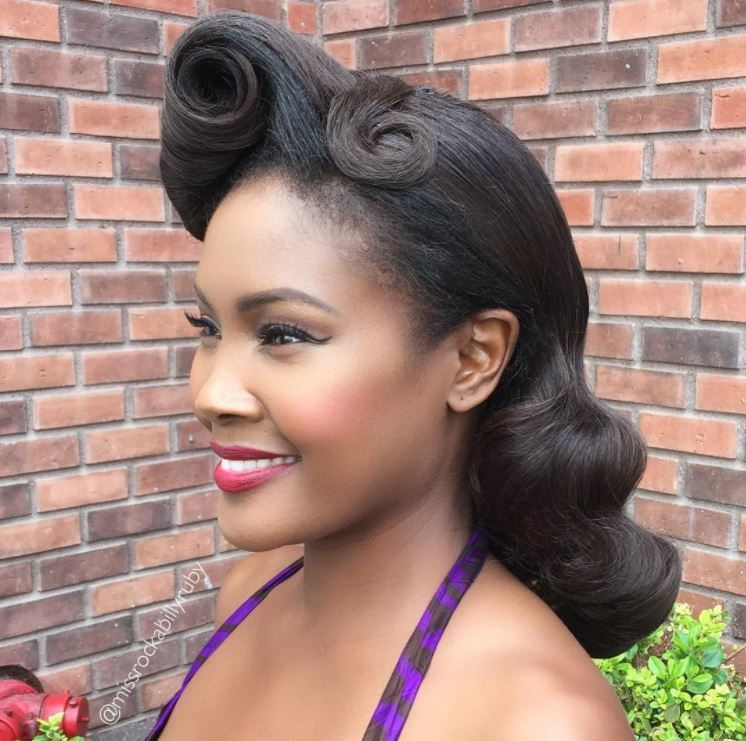 1950s Hairstyles 1950s hairstyles curled ponytail Womens 1950s Hairstyles With Side Victory Curl On Mid Length Hair
