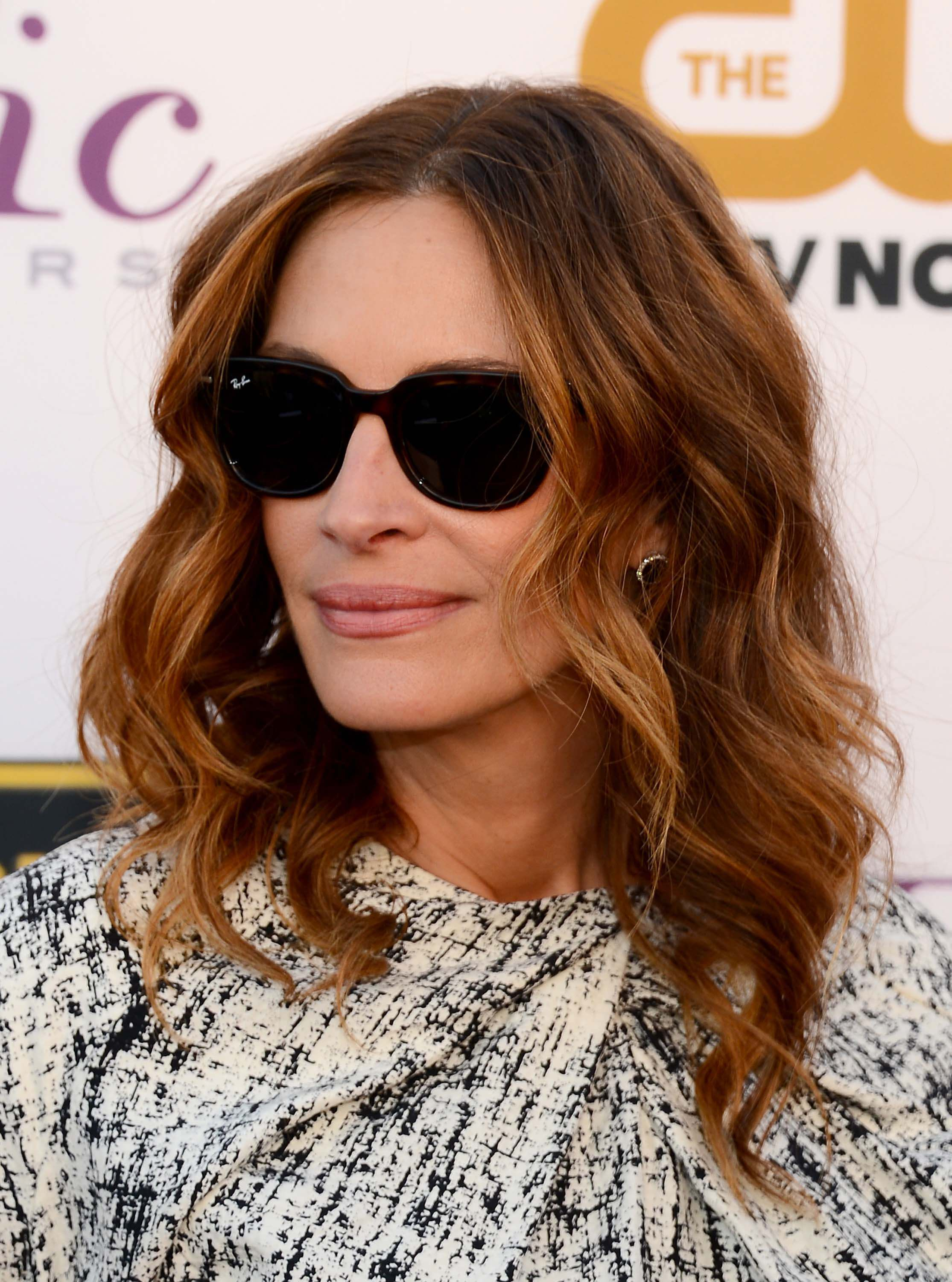 medium-hairstyles-Julia-Roberts