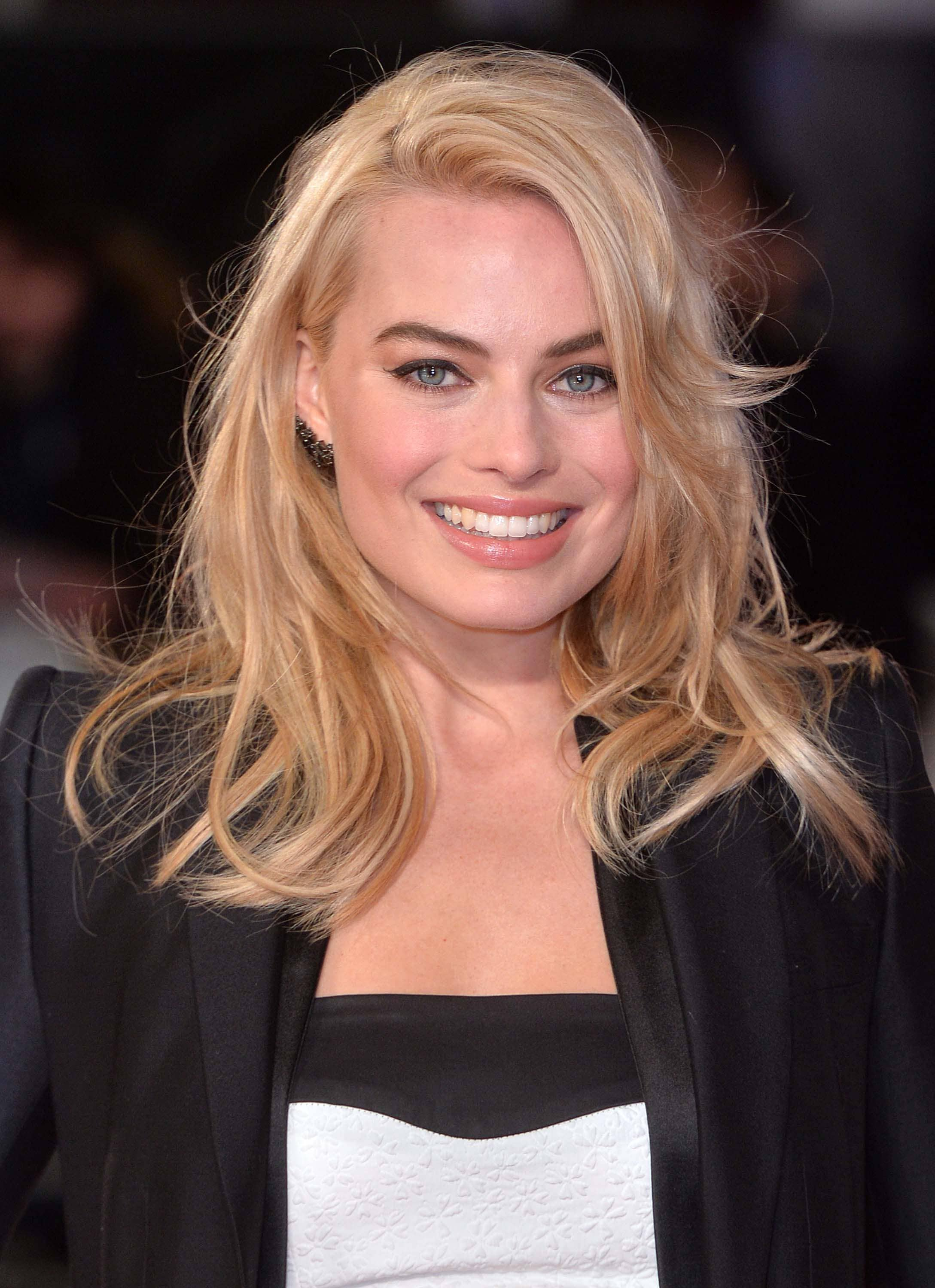 medium-hairstyles-margot-robbie