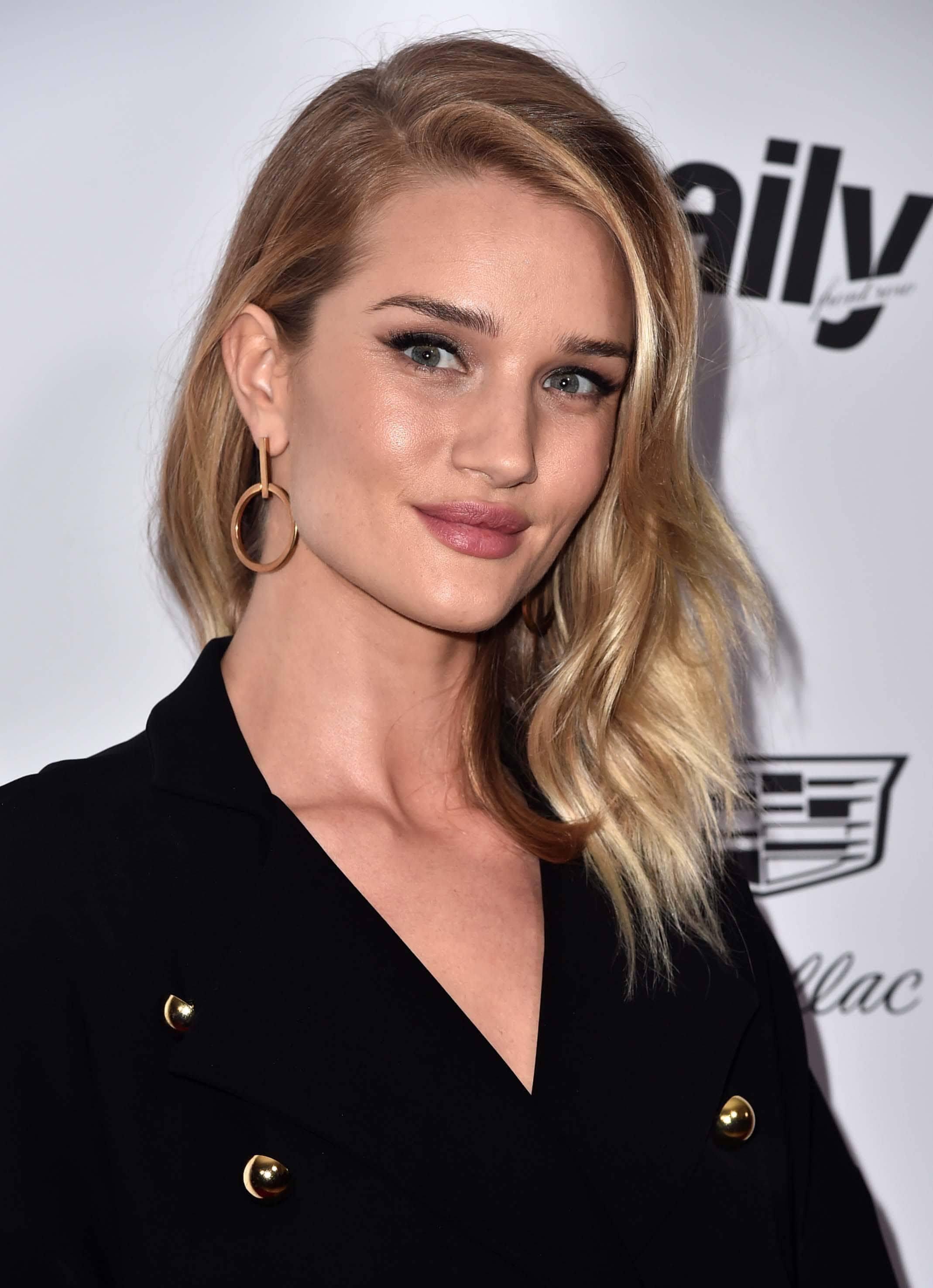 medium-hairstyles-Rosie-Huntington-whiteley