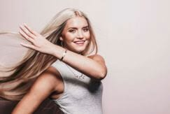 how-tame-frizzy-hair-blonde-long-smooth-hair-