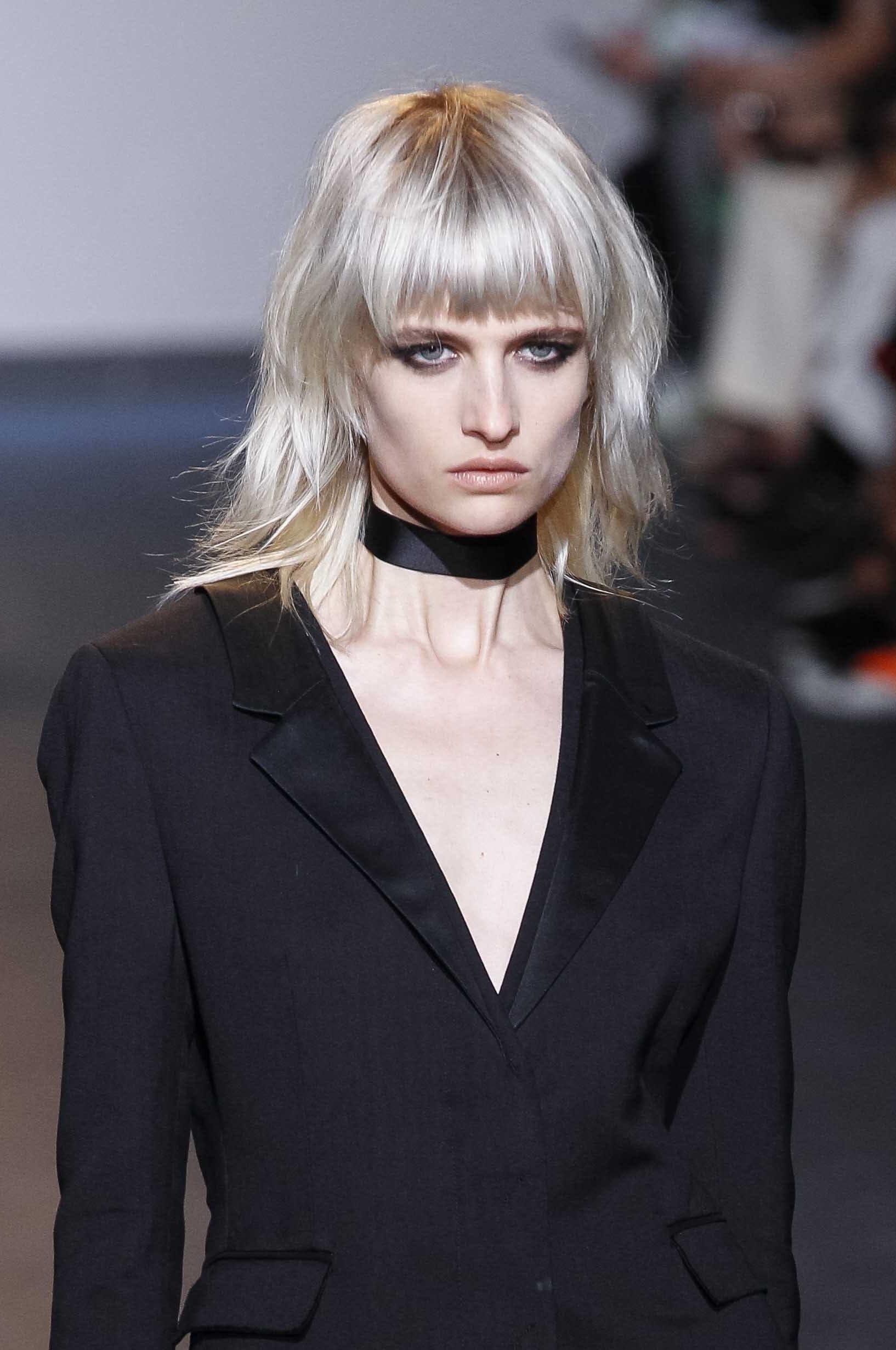 How to style medium hair: blonde shag medium hair