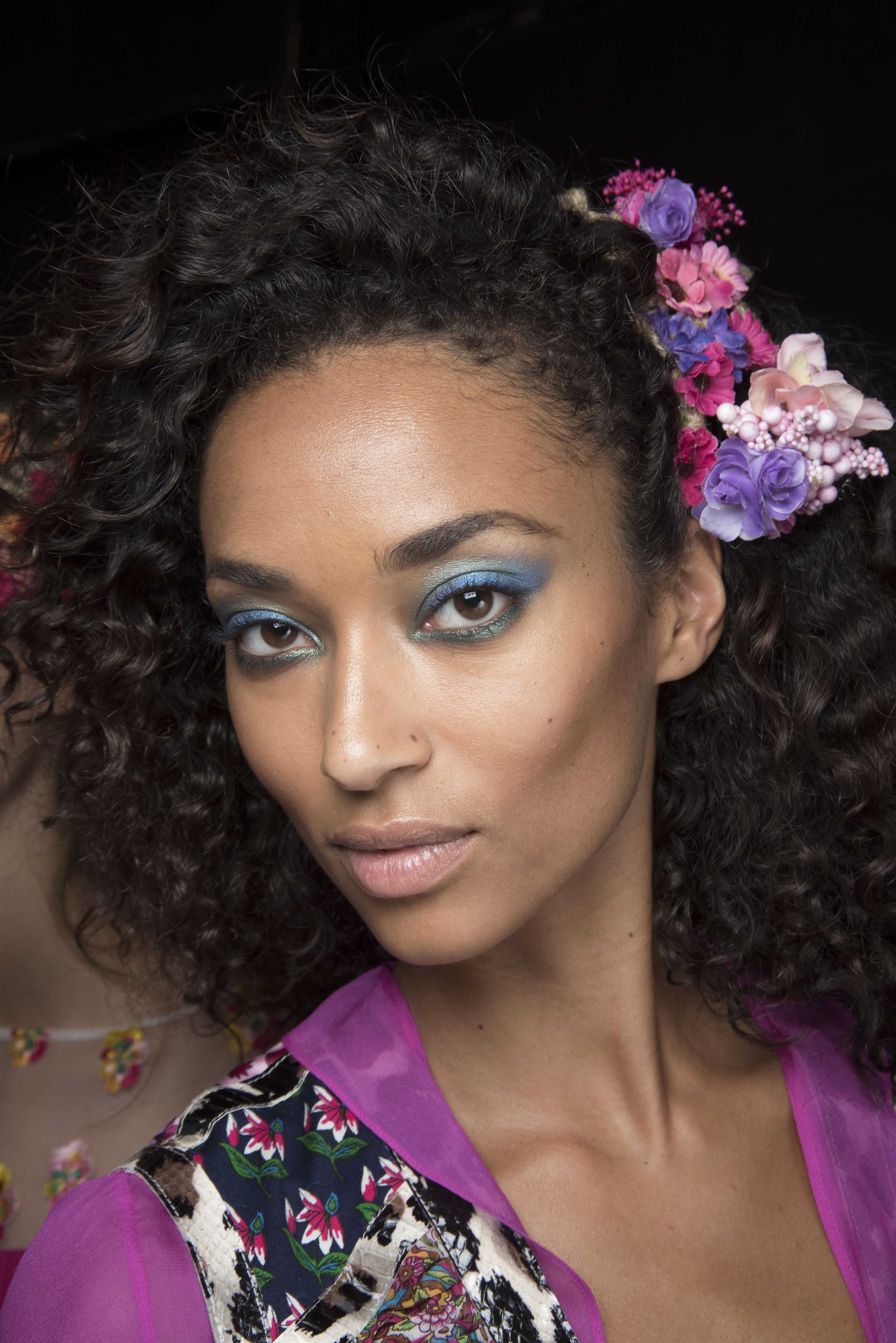 floral hair accessories styles for curly hair