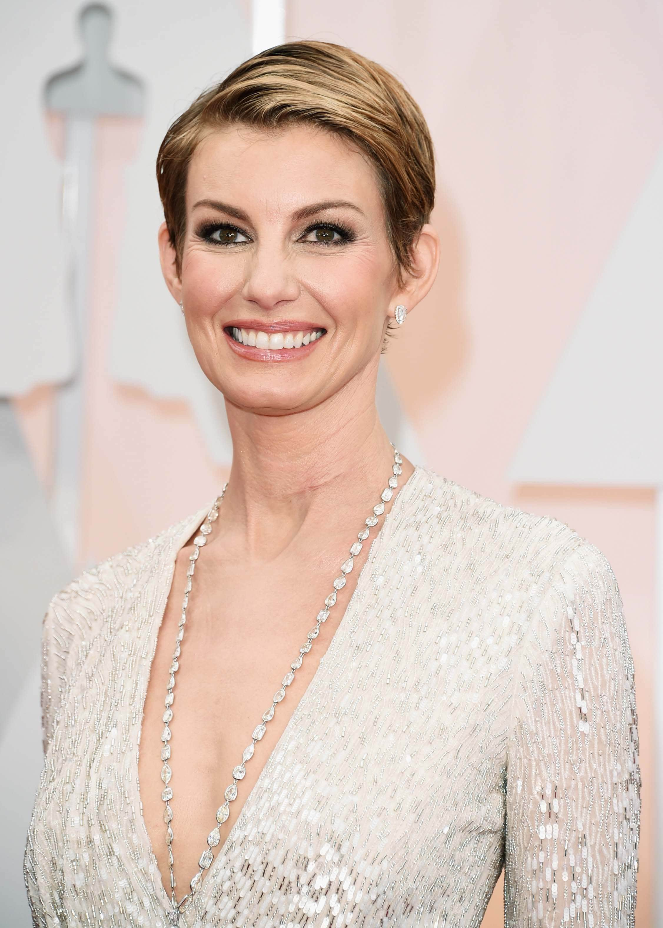 Red-carpet-inspired-evening-hairstyles-faith-hill