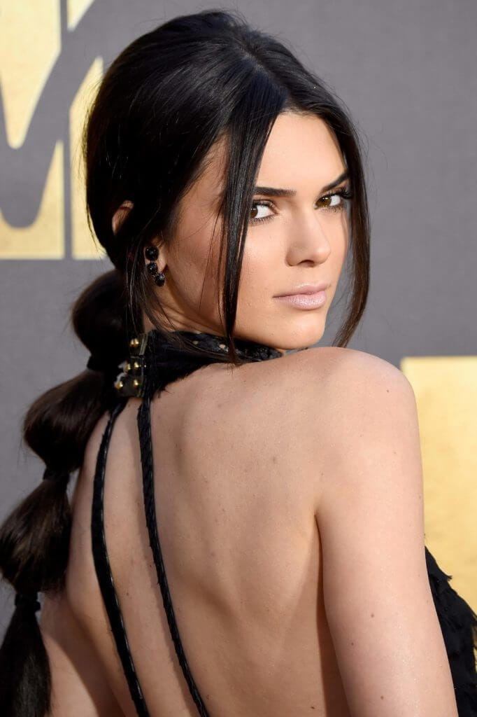 glam-evening-hairstyle-Kendall-Jenner