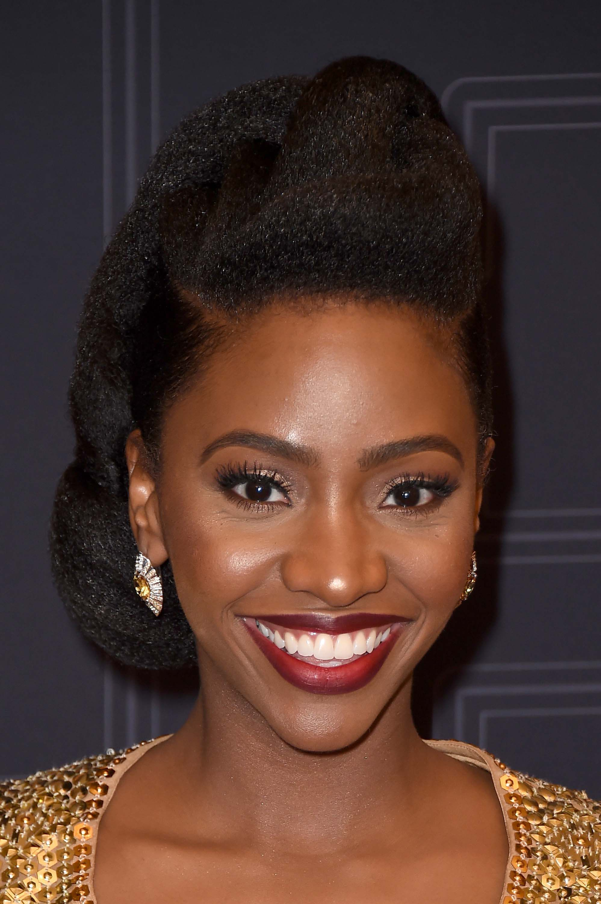 Glam-evening-hairstyles-Teyonah-Parris