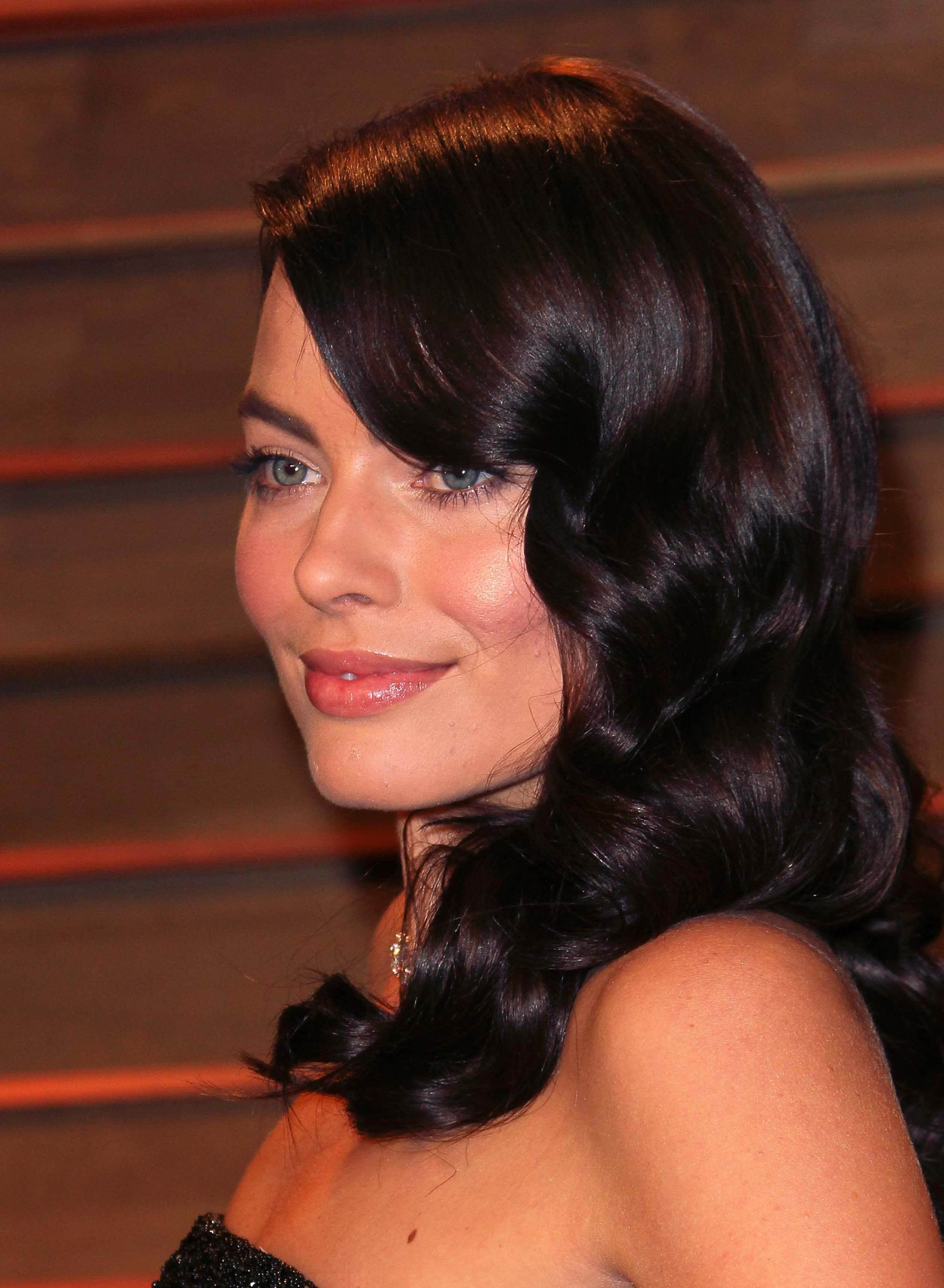 Hairstyles-for-heart-shaped-faces-Margot-Robbie