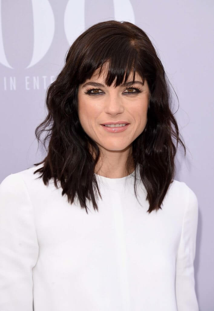 Hairstyles-for-heart-shaped-faces-Selma-Blair