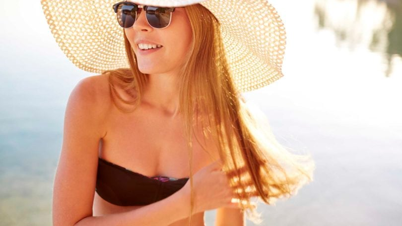 Blonde girl with hat and sunglasses