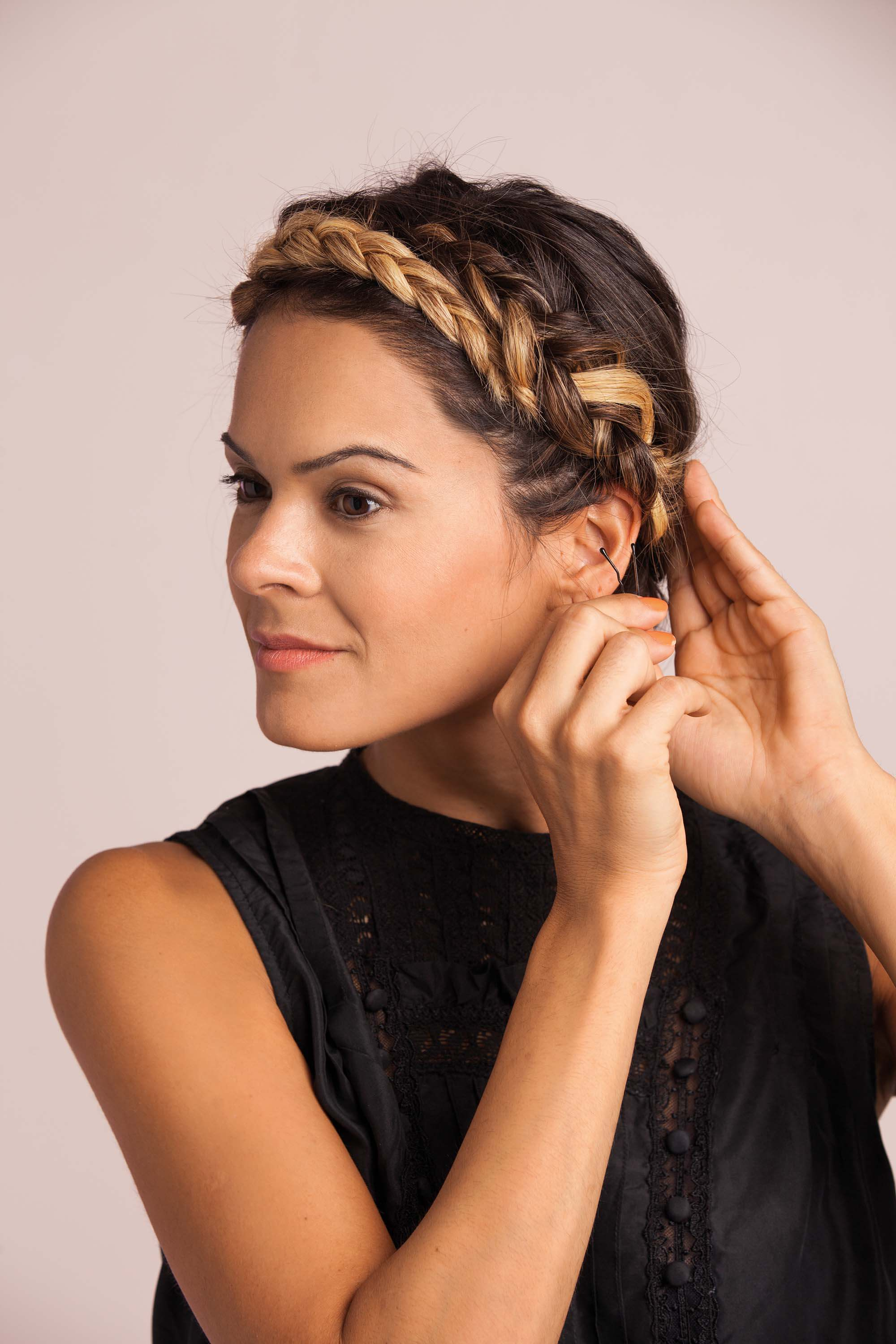 How To Do Halo Braid: Blonde Woman Pinning Her Halo Braid How To Master A