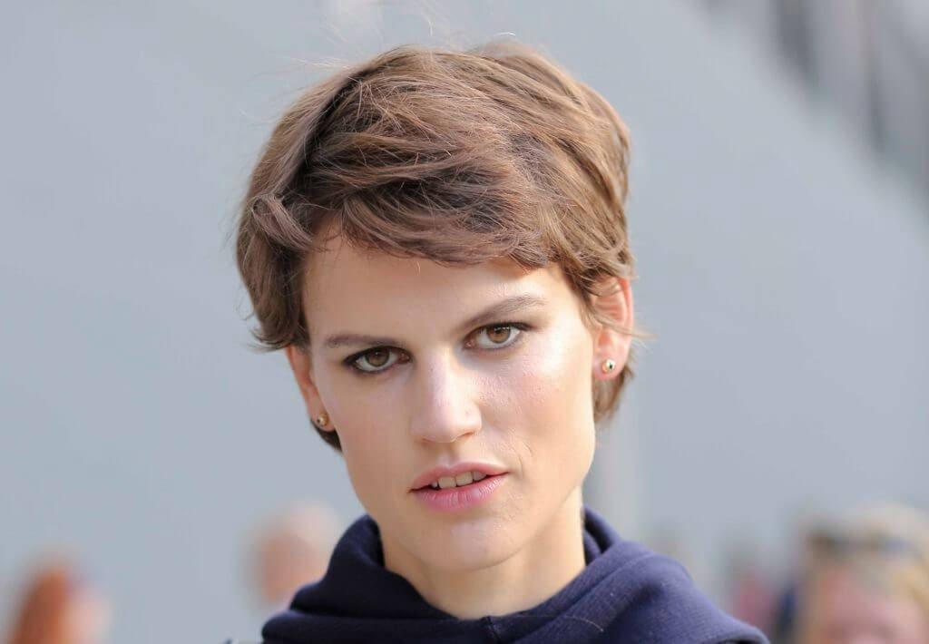 5 Flattering Short Haircuts For Long Faces