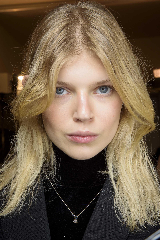 How to style medium hair: blonde blunt medium haircut