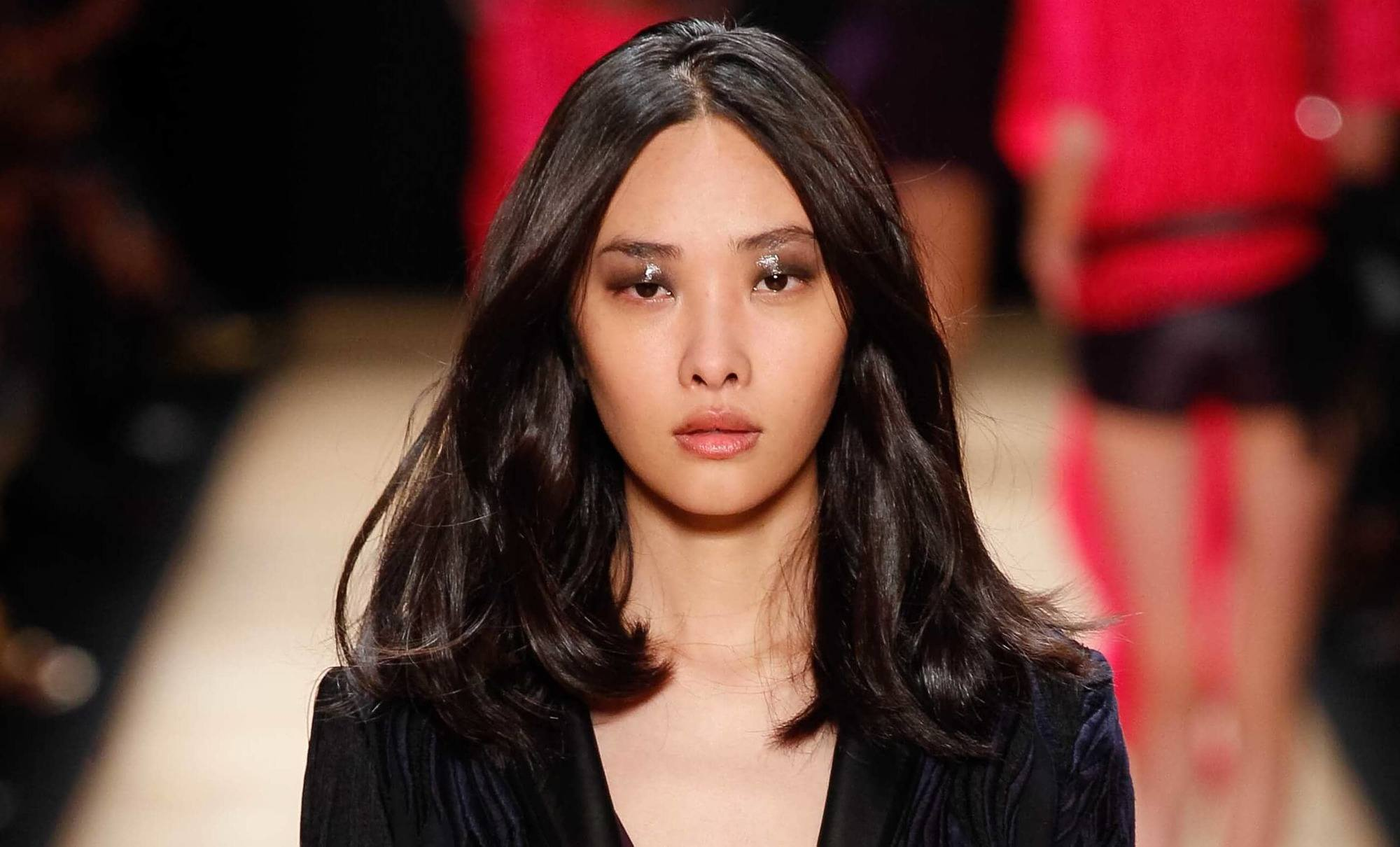 Haircuts For Thick Hair Asian Model On The Runway With Shoulder Length Dark Layered