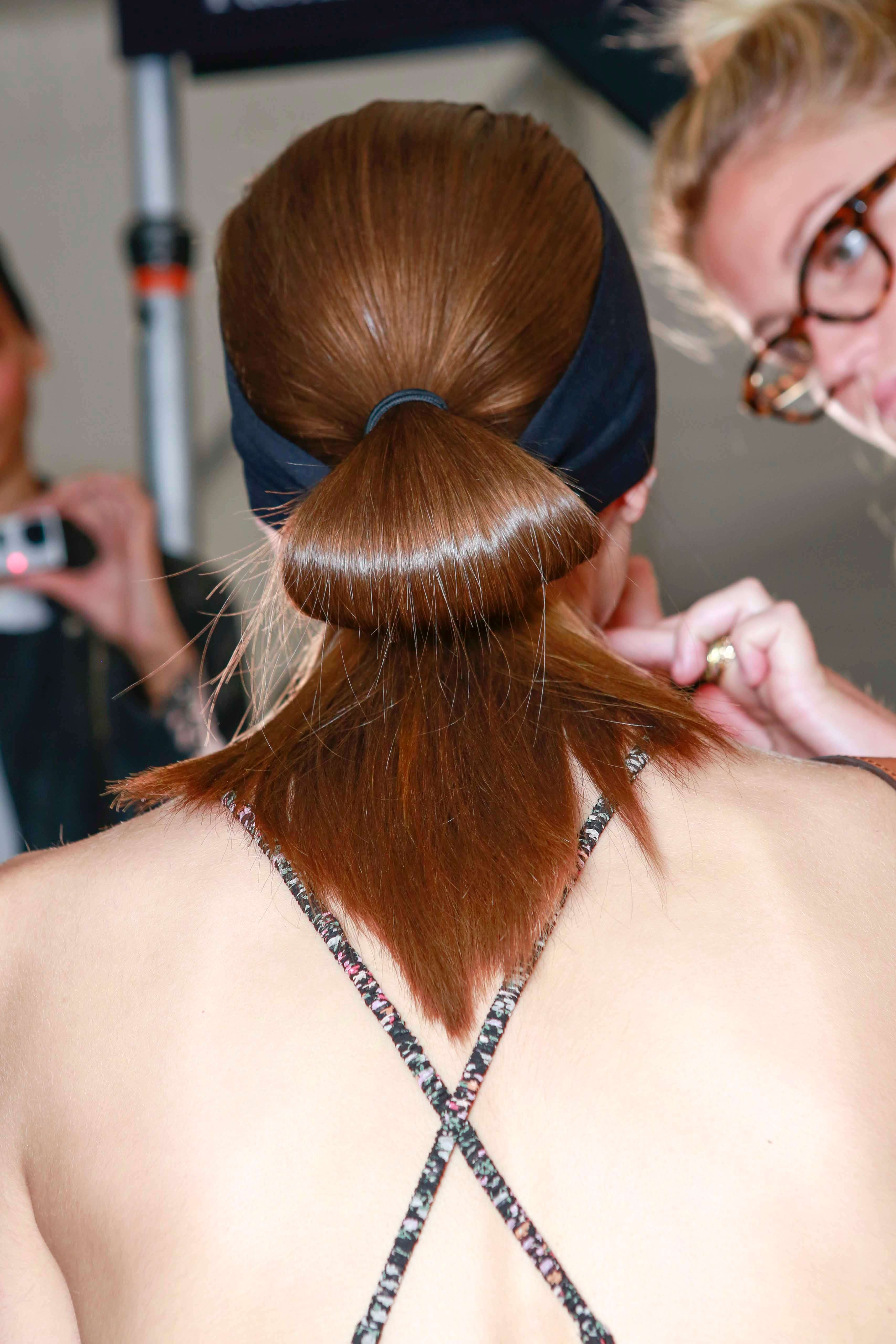 Keep hair straight overnight: avoid hairbands and ties