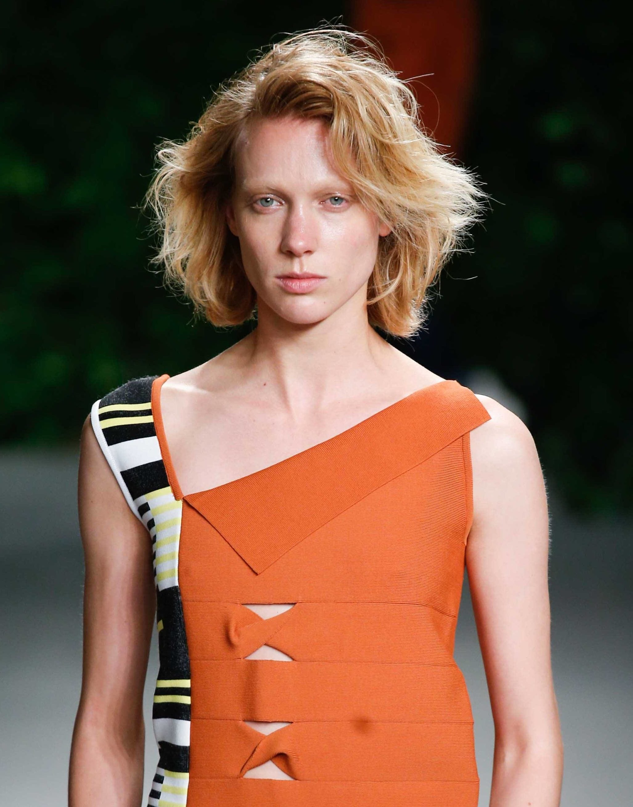 Feathered hairstyles: All Things Hair - IMAGE - feathered strawberry blonde bob