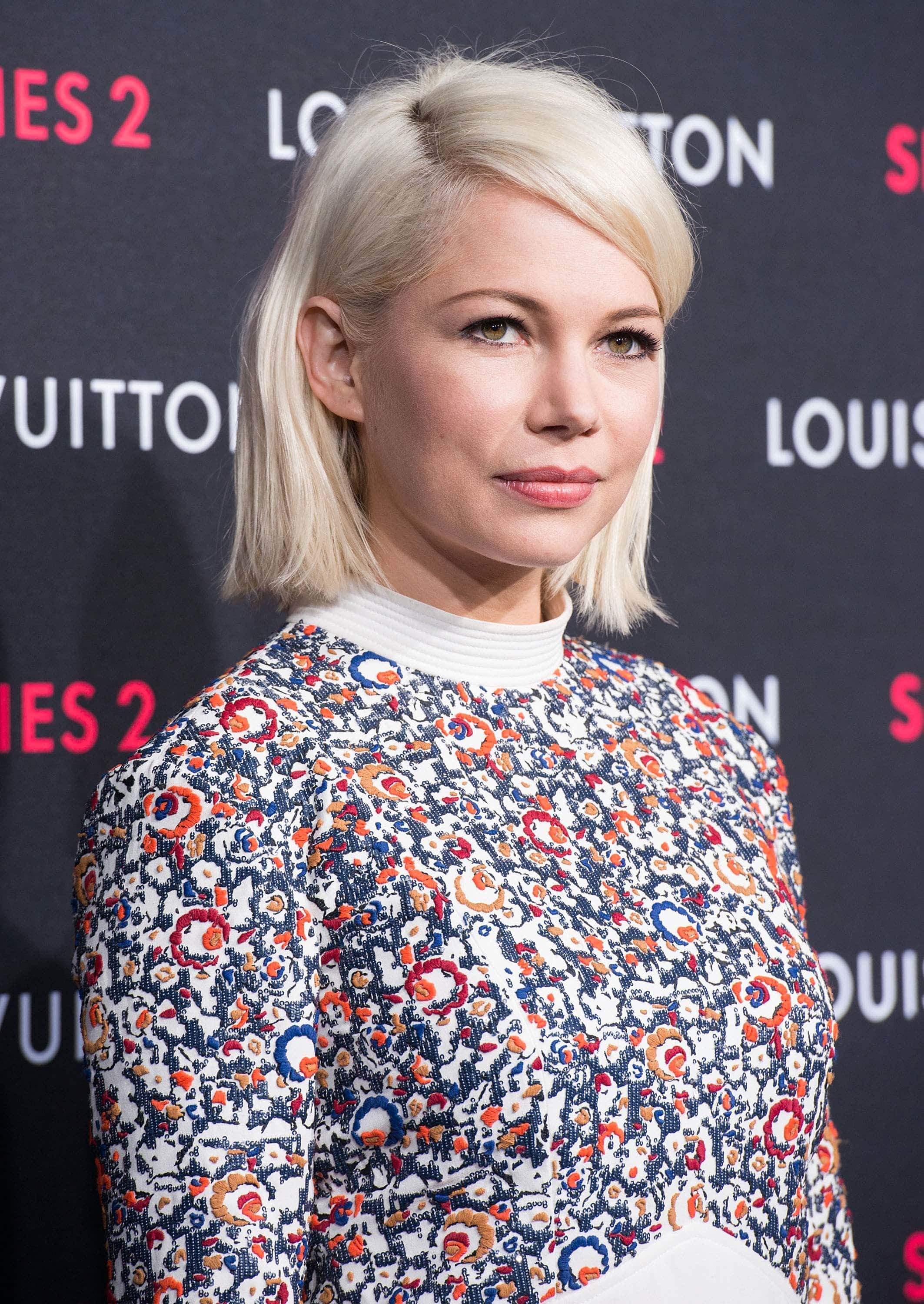 Blonde hair: Side view image of actress Michelle Williams with ice blonde short hair