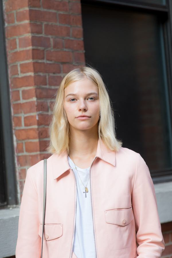 Hairstyles for long faces: messy long bob