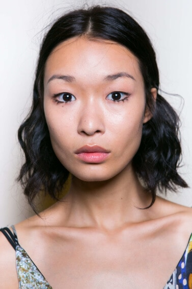 Short hairstyles or fine hair: Asian model backstage SS16 with dark brown wavy long bob and minimal makeup.