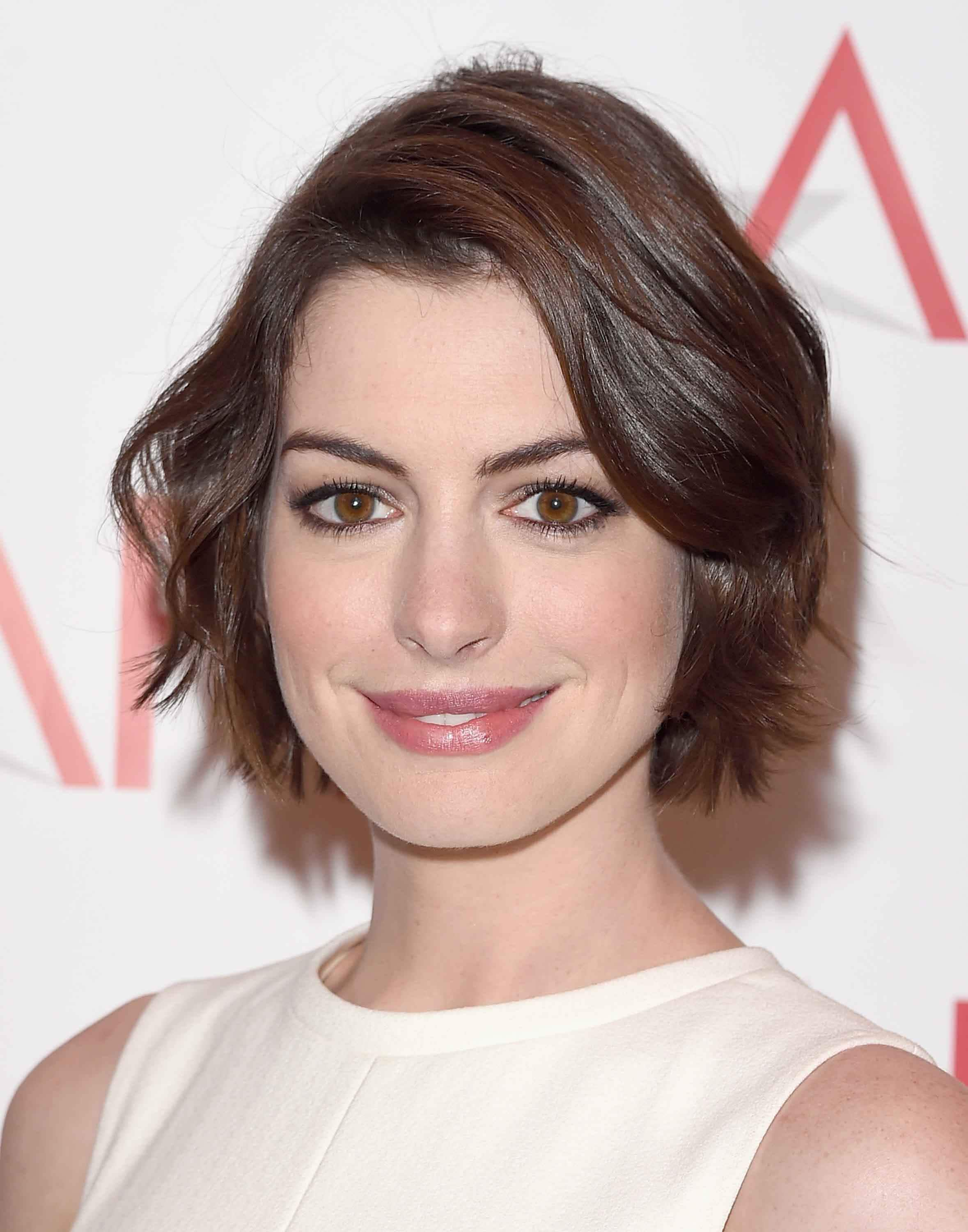 The wavy bob: 10 Perfect examples of playful glamour Anne Hathaway