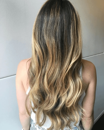 hairstyles for wavy hair: woman with blonde ombre hair and casual waves