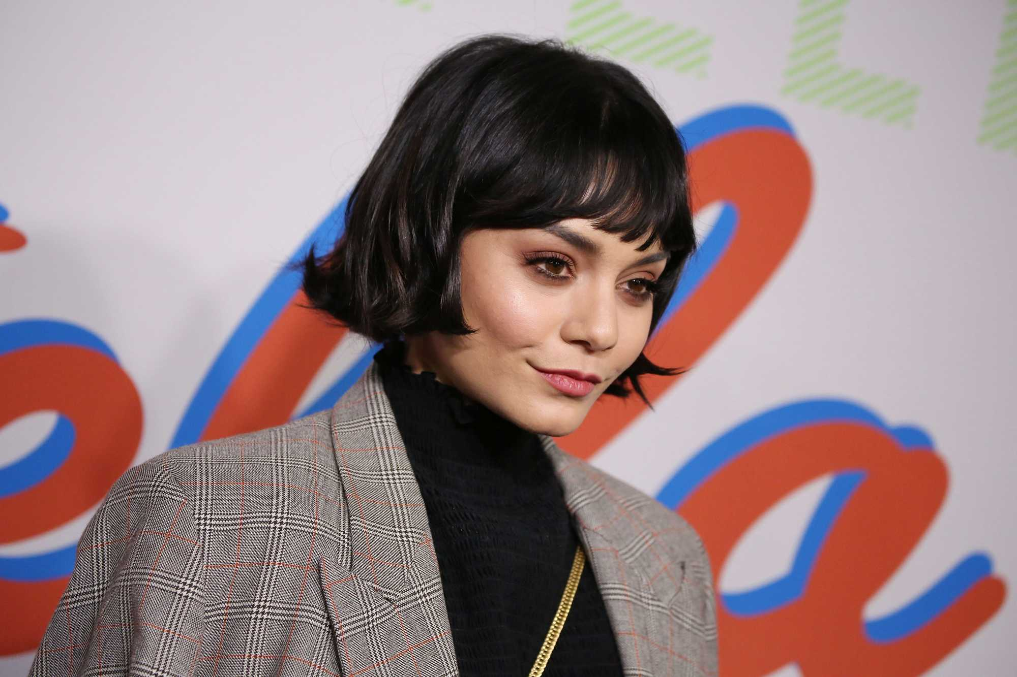 Vintage short hair: Close up shot of Vanessa Hudgens with flapper style short bob with a flippy fringe on the red carpet