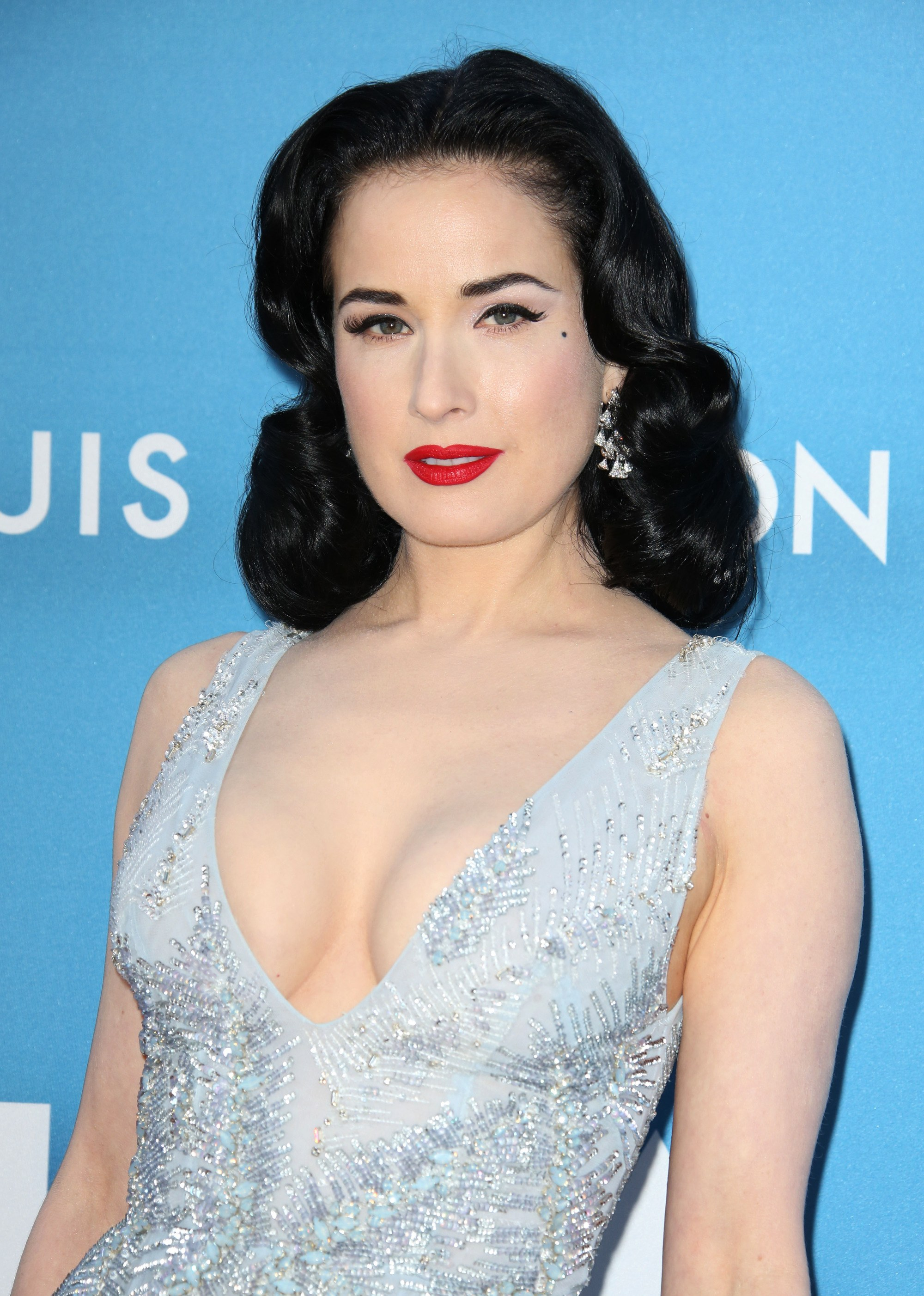 Vintage short hair: Close up shot of Dita Von Teese with a dark brown long bob styled into Hollywood waves