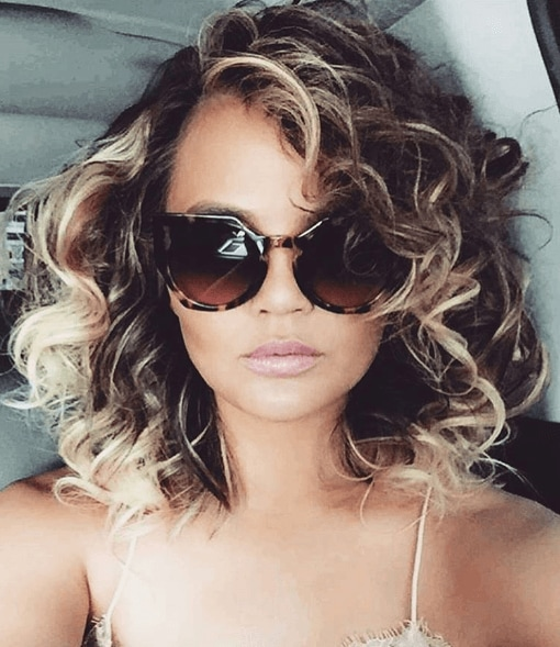1980s Hairstyles Are Back Create Chrissy Teigen S Do In