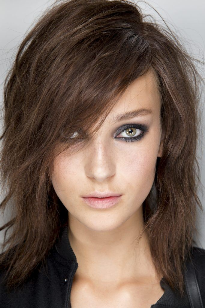Best layered haircuts for fine hair: Brunette with layered lob