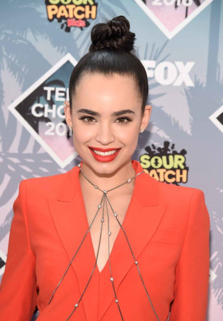Teen Choice Awards 2016 Sofia Carson high top knot