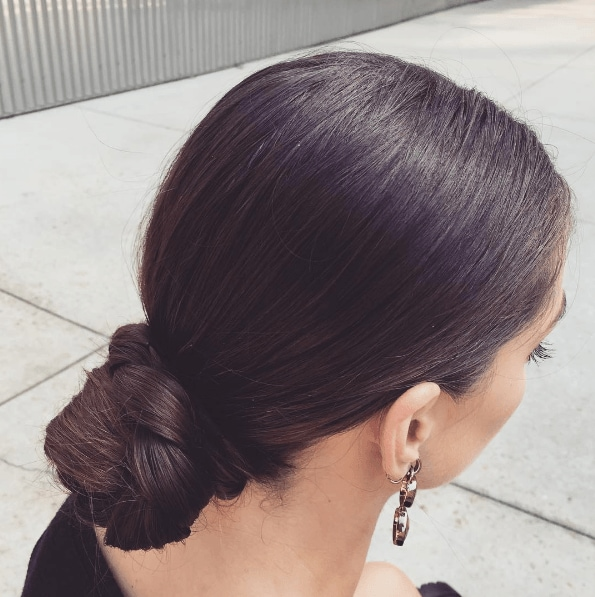 Easy hair ideas: low knot hairstyle for the office