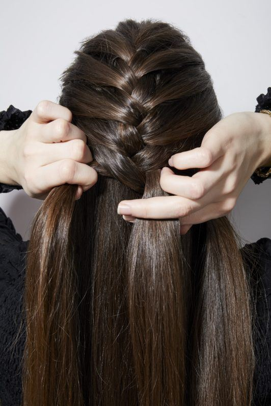 How to french braid your own hair brunette girl braiding back of head