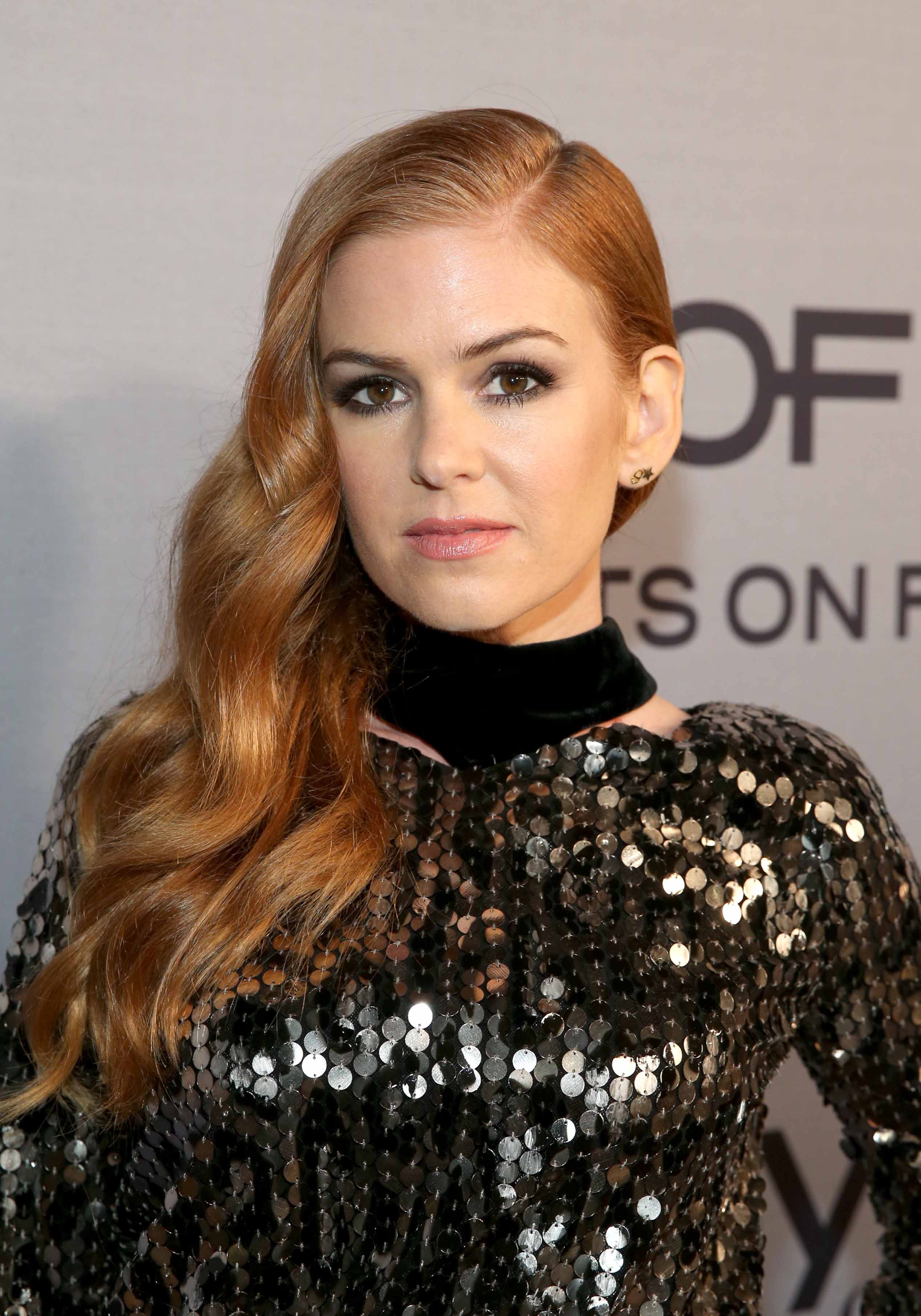 Famous redheads: All Things Hair - IMAGE - Isla Fisher long wavy strawberry blonde